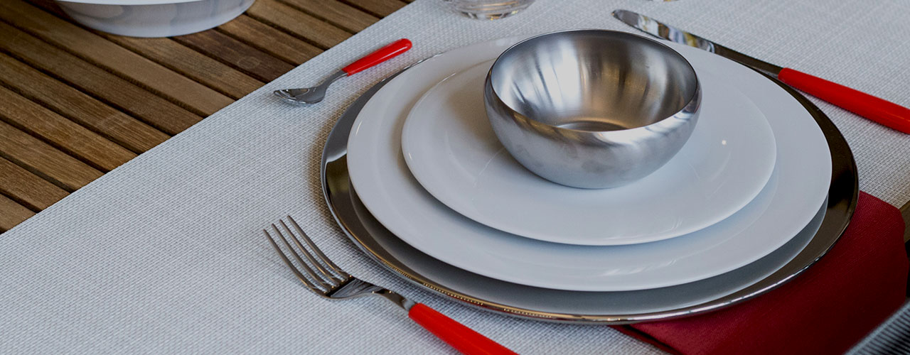 What is a Charger Plate How to Use Charger Plates   What are Charger Plates . Fine Dining Table Service Rules. Home Design Ideas