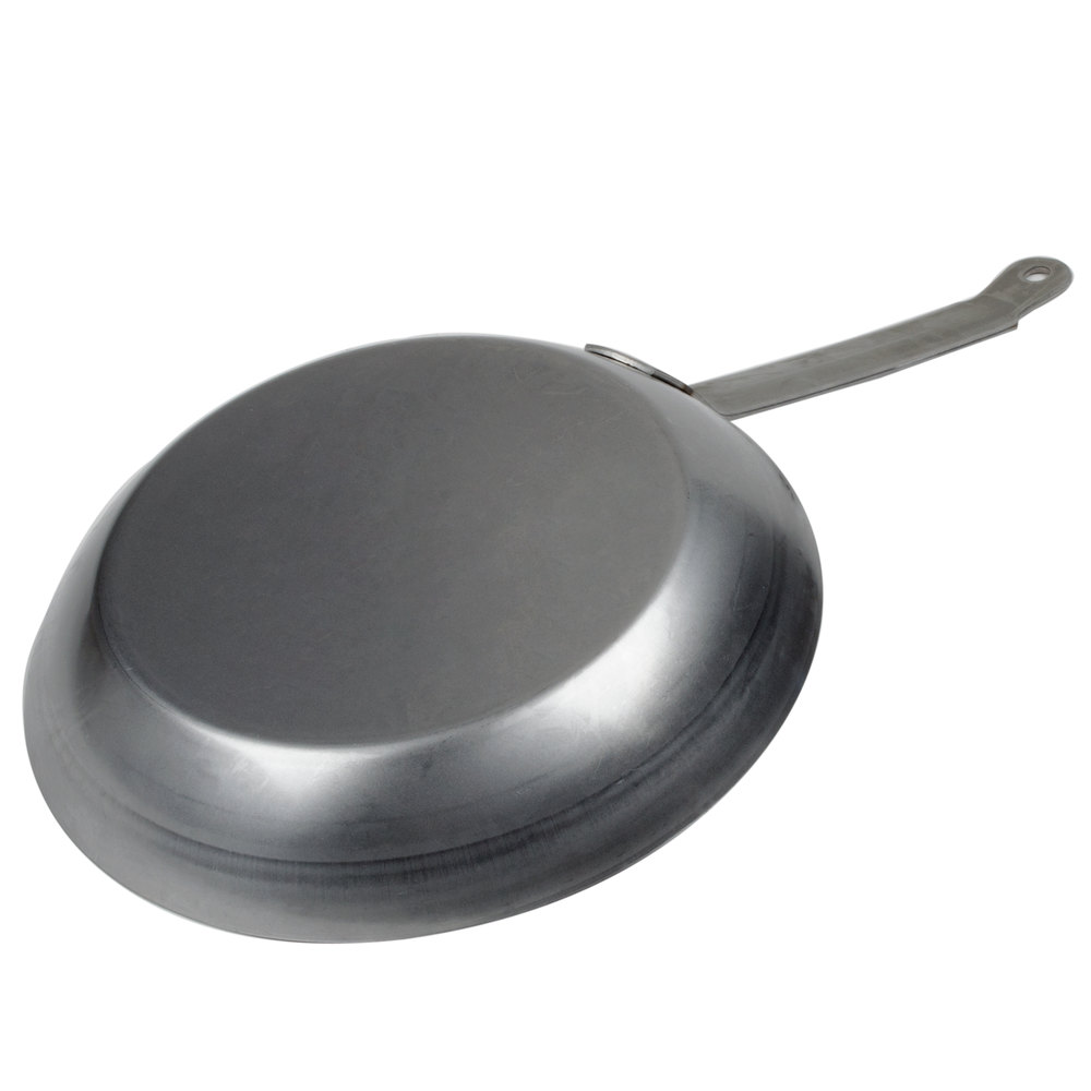 how to clean a carbon steel pan