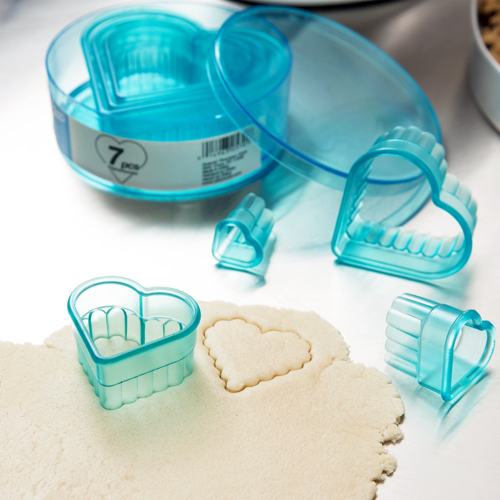 Ateco 5701 7-Piece Polycarbonate Fluted Heart Cutter Set (August Thomsen)