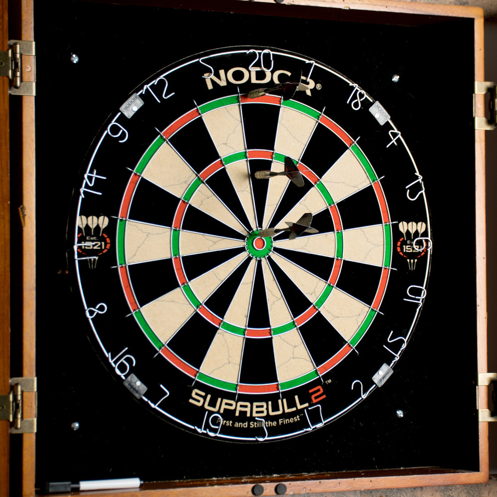 "Nodor ND300 SupaBull2 18"" x 1 1/2"" Staple-Free Bristle Dartboard"