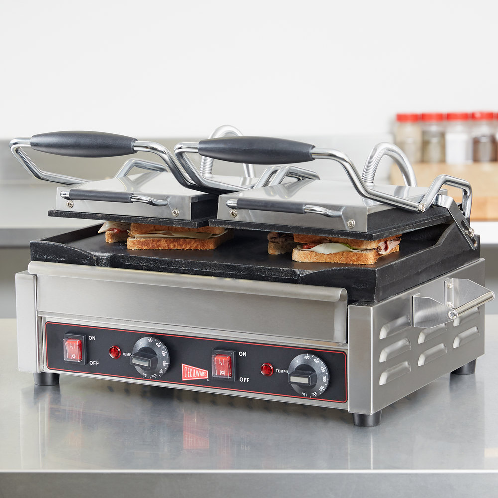 Cecilware SG2LF Double Panini Sandwich Grill with Flat Grill Surfaces - 240V