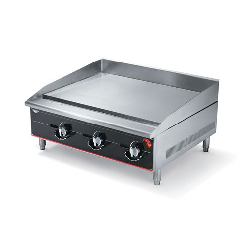 Vollrath 960GGM Cayenne 60 inch Heavy Duty Countertop Griddle with Manual Controls - 150,000 BTU