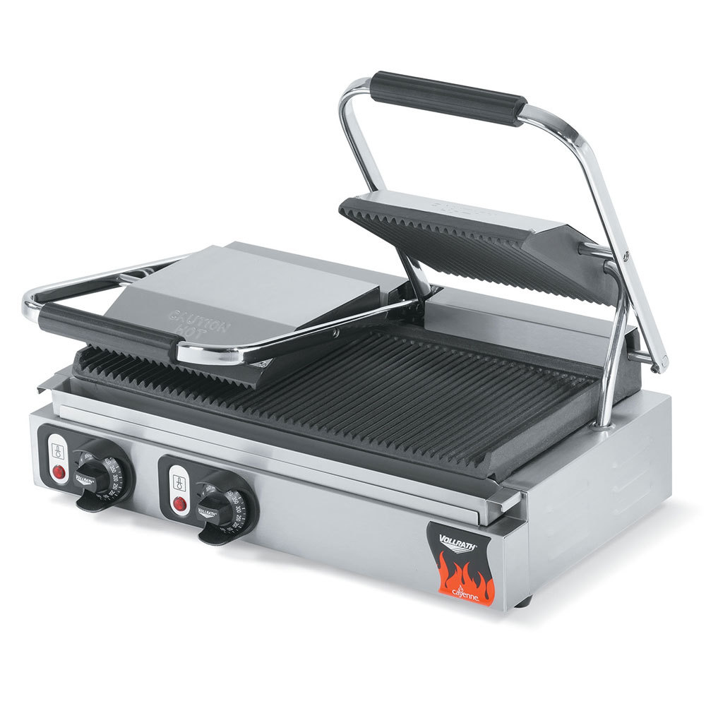 Vollrath 40795 21 inch x 9 inch Dual Grooved Top & Bottom Panini Sandwich Grill 220V (Anvil TSI8002)