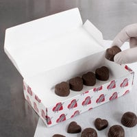 7 1/8 inch x 3 3/8 inch x 1 7/8 inch 1-Piece 1 lb. Heart Candy Box   - 250/Case
