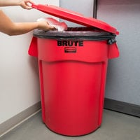 Rubbermaid BRUTE 44 Gallon Red Round Trash Can and Lid