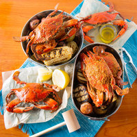 Linton's 5 3/4 inch Heavily Seasoned Steamed Large Maryland Blue Crabs - 12/Case