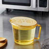 Cambro 2 Qt. High Heat Amber Measuring Cup with Splatterproof Cover